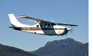 Pressurised Cessna 210 on a scenic flight